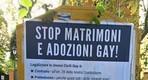 foto manifesti omofobi a Roma