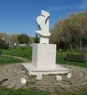 monumento pasolini vandlaizzato