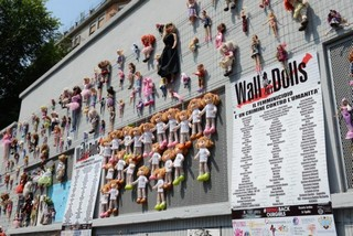 wall-of-dolls-milano